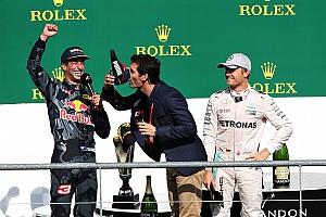 Формула 1 Новость Уэбберу не понравилось шампанское из ботинка Риккардо