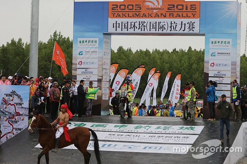 2016环塔拉力赛开幕 苏文敏、徐挨利首日最快
