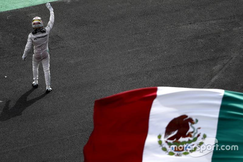 4. Race winner Lewis Hamilton, Mercedes AMG F1