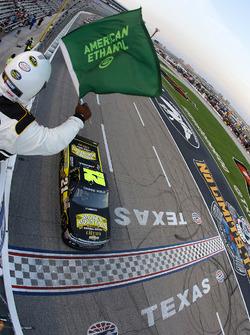 Start: Johnny Sauter, Chevrolet leads