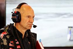 Temporada 2016 F1-hungarian-gp-2016-adrian-newey-red-bull-racing-chief-technical-officer