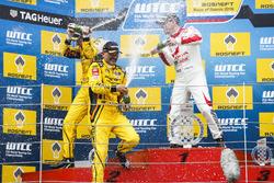 Podium: Race winner Nicky Catsburg, LADA Sport Rosneft, Lada Vesta; second place Gabriele Tarquini, LADA Sport Rosneft, Lada Vesta; third place Norbert Michelisz, Honda Racing Team JAS, Honda Civic WTCC