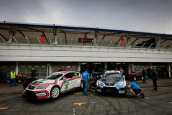 Lukas Niedertscheider, HP Racing, SEAT Leon TCR; Harald Proczyk, HP Racing, SEAT Leon TCR