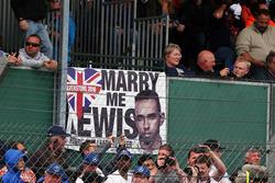 Temporada 2016 F1-british-gp-2016-banner-for-lewis-hamilton-mercedes-amg-f1