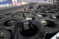 #60 Michael Shank Racing with Curb/Agajanian Ligier JS P2 Honda: John Pew, Oswaldo Negri in trouble