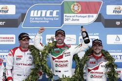 Podium: Race winner Tiago Monteiro, Honda Racing Team JAS, Honda Civic WTCC; second place Yvan Muller, Citroën World Touring Car Team, Citroën C-Elysée WTCC; third place Norbert Michelisz, Honda Racing Team JAS, Honda Civic WTCC