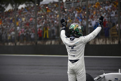 Felipe Massa, Williams, waves to his home fans after retiring from the race