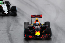 Daniel Ricciardo, Red Bull Racing RB12, Nico Hulkenberg, Sahara Force India F1 VJM09