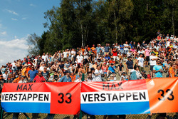 Temporada 2016 F1-belgian-gp-2016-fans-and-banners-for-max-verstappen-red-bull-racing