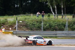 #86 Gulf Racing Porsche 911 RSR: Michael Wainwright, Adam Carroll, Ben Barker out of control
