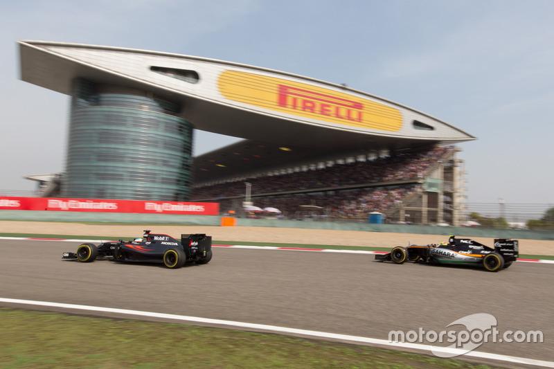 Fernando Alonso,McLaren Mp4-31;Sergio Perez,Force India VJM09