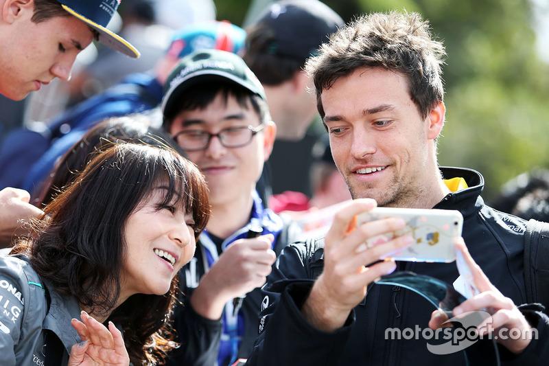Jolyon Palmer, Renault Sport F1 Team with fans