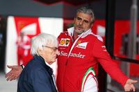 Формула 1 Фото - Берни Экклстоун и Маурицио Арривабене, руководитель Ferrari