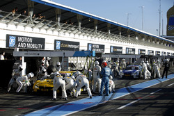 Pit stop Timo Glock, BMW Team RMG, BMW M4 DTM and Maxime Martin, BMW Team RBM, BMW M4 DTM.