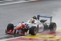 Євро Ф3 Фотографії - Бен Барнікоут, HitechGP, Dallara F312 - Mercedes-Benz