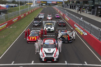 Endurance Photos - Starting field presentation on the Bathurst Start-Finish-Line