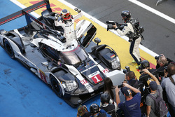Race winner #1 Porsche Team Porsche 919 Hybrid: Timo Bernhard, Mark Webber, Brendon Hartley