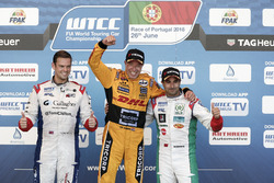 Podium: Race winner Tom Coronel, Roal Motorsport, Chevrolet RML Cruze TC1; second place Tom Chilton, Sébastien Loeb Racing, Citroën C-Elysée WTCC; third place Nicky Catsburg, LADA Sport Rosneft, Lada Vesta