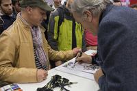 Prodotto Foto - Giorgio Piola, esperto di analisi tecnica di F.1, firma autografi ai fan