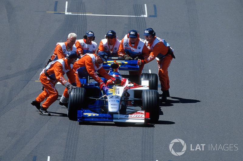 Jacques Villeneuve, en problemas con el BAR en 1999.