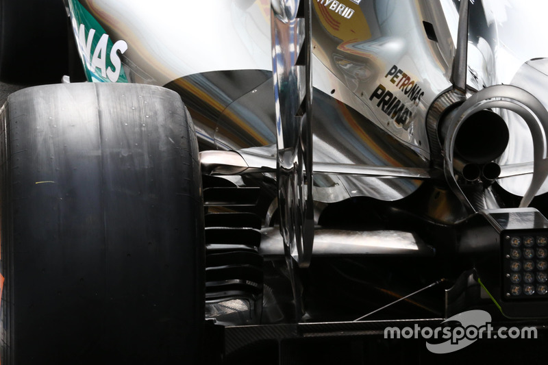 Mercedes, narrow eng cover and diffuser detail