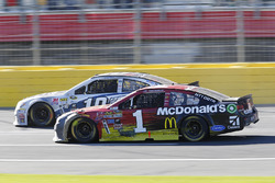 Jamie McMurray, Chip Ganassi Racing Chevrolet, Danica Patrick, Stewart-Haas Racing Chevrolet