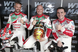 Norbert Michelisz, Honda Racing Team JAS, Honda Civic WTCC, Tiago Monteiro, Honda Racing Team JAS, Honda Civic WTCC, Rob Huff, Honda Racing Team JAS, Honda Civic WTCC after MAC3 qualifying