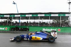 Felipe Nasr, Sauber C35 and Nico Hulkenberg, Sahara Force India F1 VJM09 battle for position