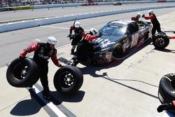 Carl Edwards, Joe Gibbs Racing Toyota pit action