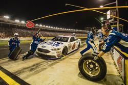 Trevor Bayne, Roush Fenway Racing Ford pit action