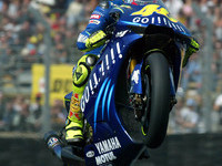 Rossi regains control of World Championship title