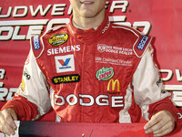 Kahne sails to Darlington pole