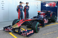 Toro Rosso, Mercedes and Williams roll out 2010 cars