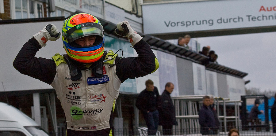 Sims snatches sprint win at Silverstone