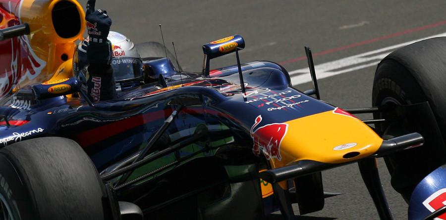 Vettel holds off Hamilton for European GP victory