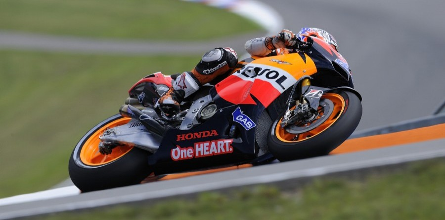 Stoner fastest on Friday at Indianapolis