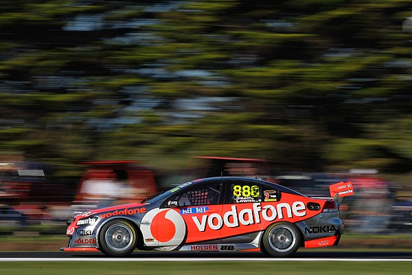 Championship up for grabs, Lowndes wins race 1 in Sydney