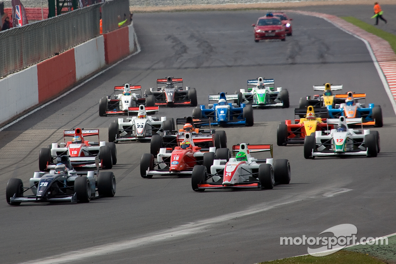 New 'F1-style' overboost system produces thrilling F2 season opener