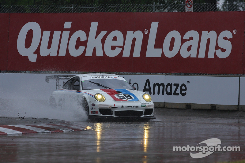 Porsche teams adapt to drying conditions in Detroit on Friday