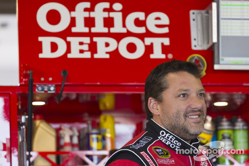 Stewart discusses the  challenges of Kentucky Speedway with the media