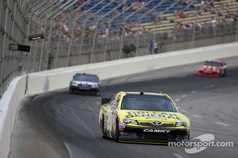 Mid-race accident derails likely top-10 finish for Logano in Kentucky