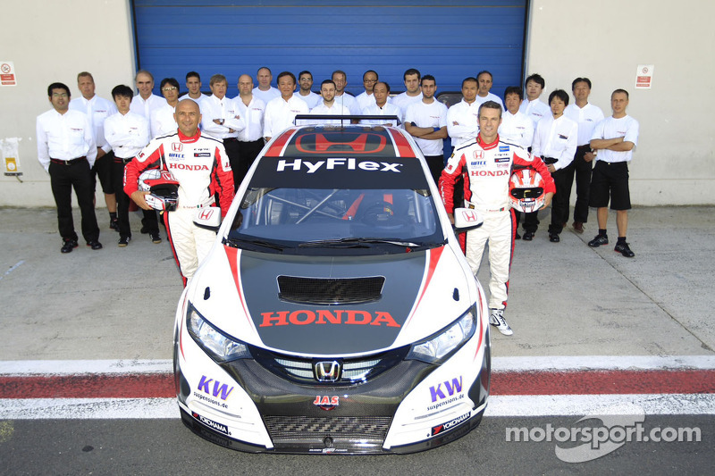 Positive first contact between Honda Civic and Tiago Monteiro