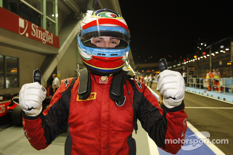 Filippi blazes to Singapore pole