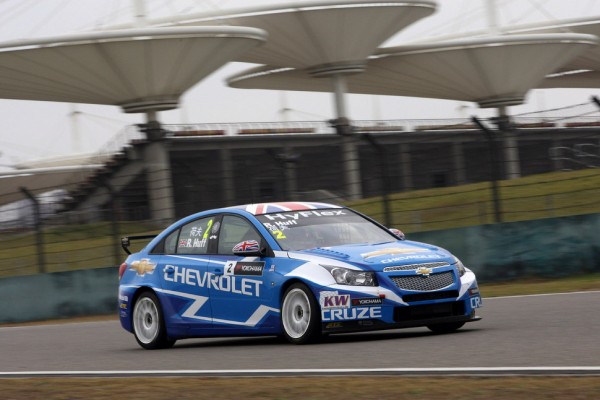 Menu wins Shanghai race 1 while Huff grabs points lead with race 2 victory
