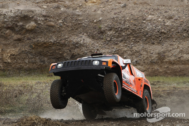Robby Gordon, Hummer and Toyo ready for the 2013 challenge starting in Argentina