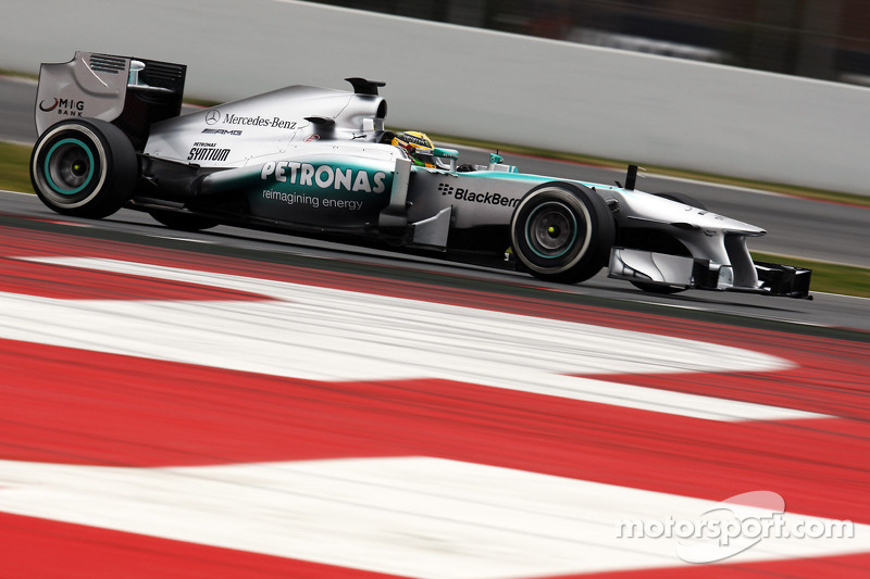 Mercedes 'in group of teams' behind Red Bull - Lauda