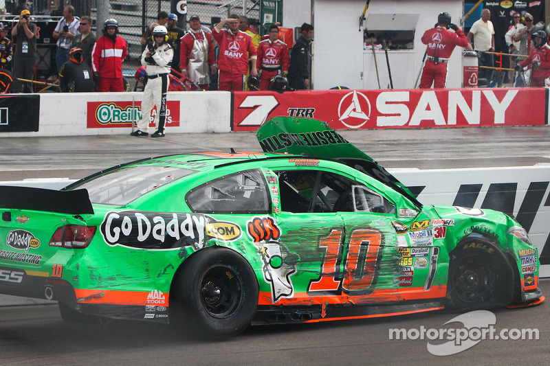 Tire problem ends Patrick's day early at Phoenix