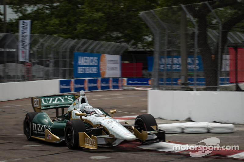 Carpenter runs solid season opener in St.Pete