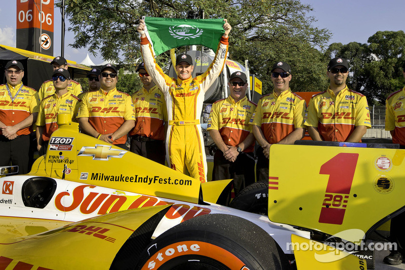Ryan Hunter-Reay puts Chevrolet on the pole in Brazil