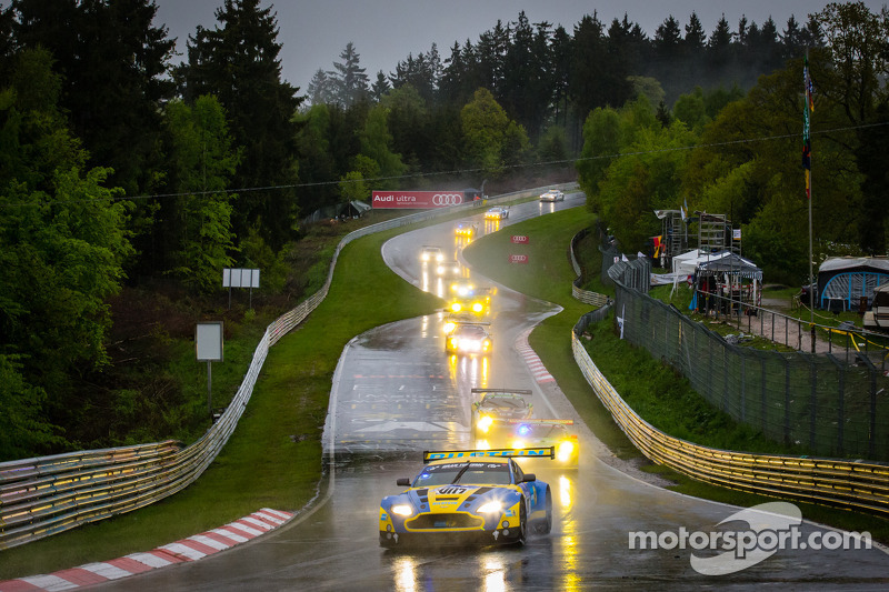 Stefan Mücke tenth at the 24 hour race on the Nordschleife